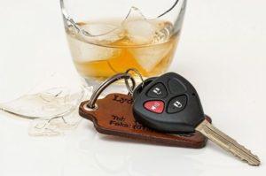 алкоголь и припаркованная машина